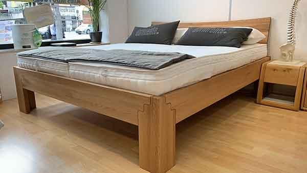 Massivholz-Bett-Loca